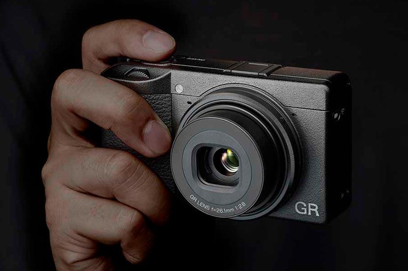 Ricoh presenta la GR IIIx, una compacta de alta calidad para foto callejera con un 40mm f2.8